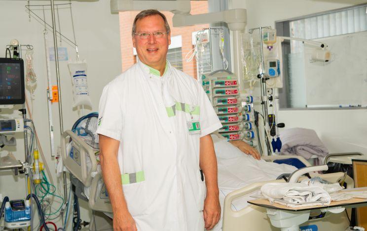 """Intensivist Arthur van Zanten, Ziekenhuis Gelderse Vallei: """"Voeding, ook bij Covid-19 patiënten, tijdens én na IC belangrijk"""""""